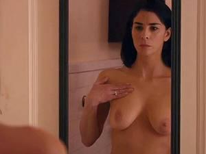 Celebrity Sarah Silverman flaunting her titties