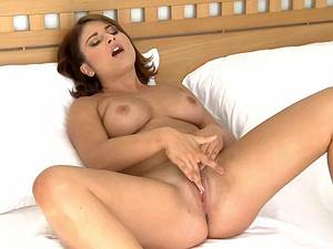 Watch Bellina masturbating